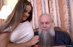 Cucerita De Pe Publi24 Fata Se Fute Bine Cu Un Bosorog Barbos