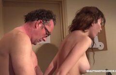 Sex Cu Tatal Care Isi Fute Fata Dupa Ce Bea O Bere