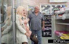 Mature Porno Tanara Blonda Fututa De Un Mos De 80 Ani