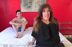 Mama Disperata Dupa Pula Se Fute Cu Fiul Ei